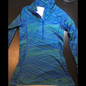Under Armour Long Sleeved Cold Gear Top in XS